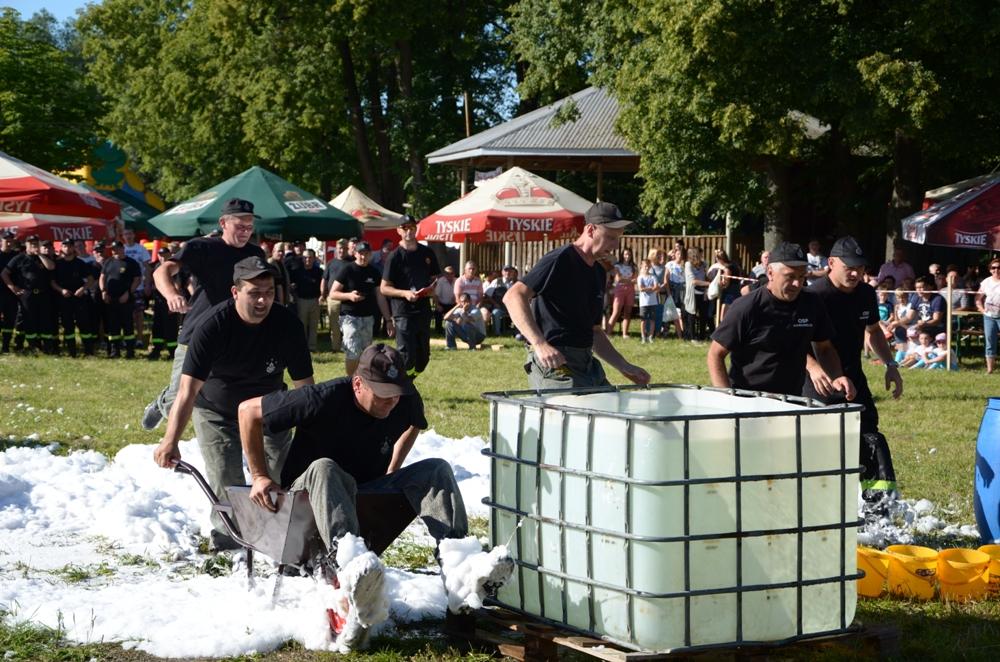 Tak bylo w niedziele w Nowosielcach podczas strażackiego strongmana. Fot. Paulina Ostrowska